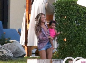 Beyonce-and-Blue-Ivy-Carter-Vacation-in-Miami-17-1024x747